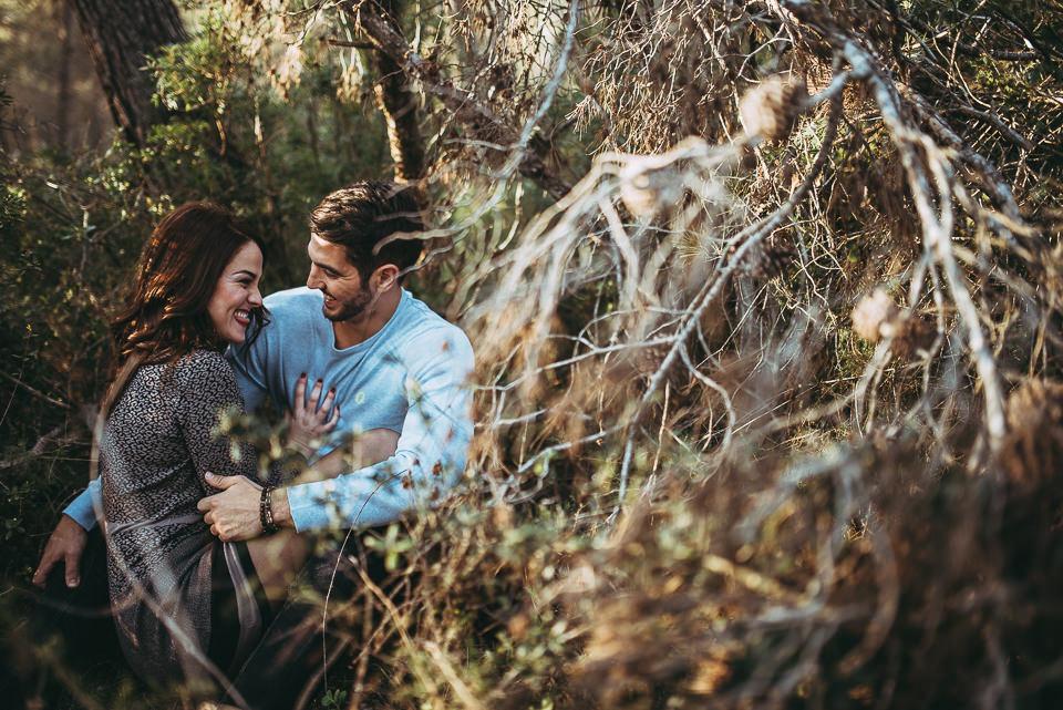 sesión de pareja en bosque